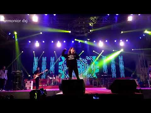 Monali Thakur live at raiganj university ( tune maari entriyaan )-2018
