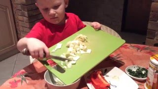 Детские рецепты. Овощной салат для детей! Дети готовят.