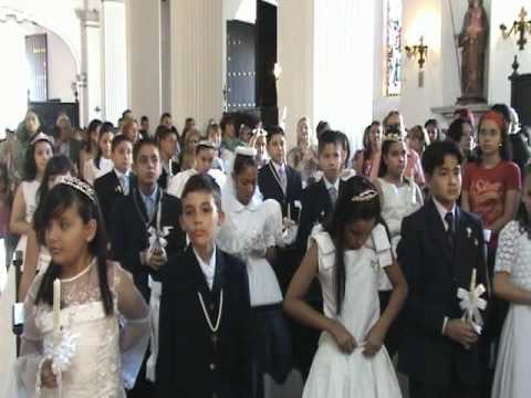 Resultado de imagen para niños haciendo la primera comunion