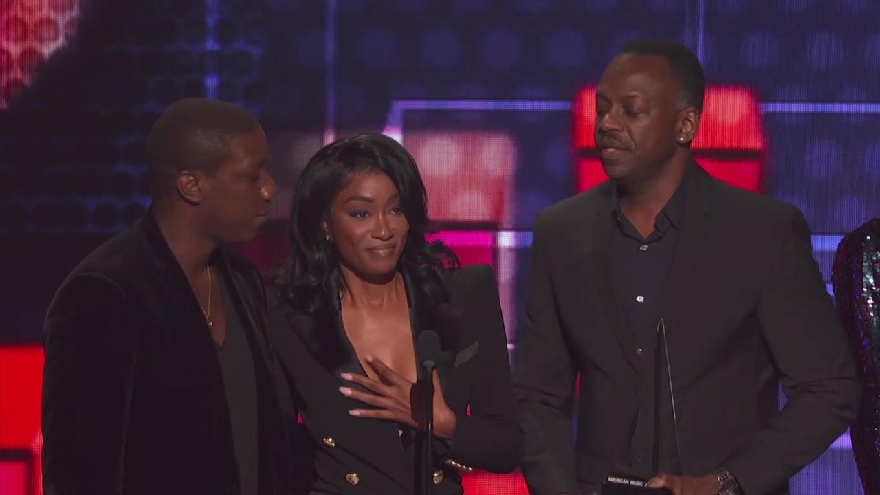XXXTentacion's Mother, Cleopatra Bernard, Accepts Award for Favorite Album - Soul/R&B - AMAs 2018