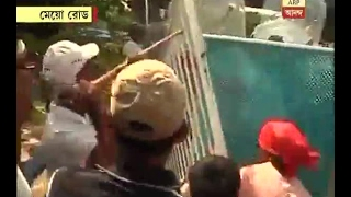 CPM Nabanna Rally: Left workers tried to break guard wall at Mayo road, police uses tear g