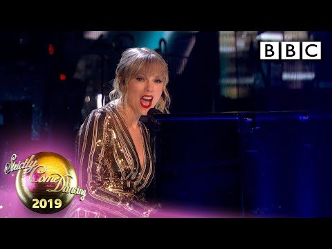 @Taylor Swift performs Lover - The Final | BBC Strictly 2019