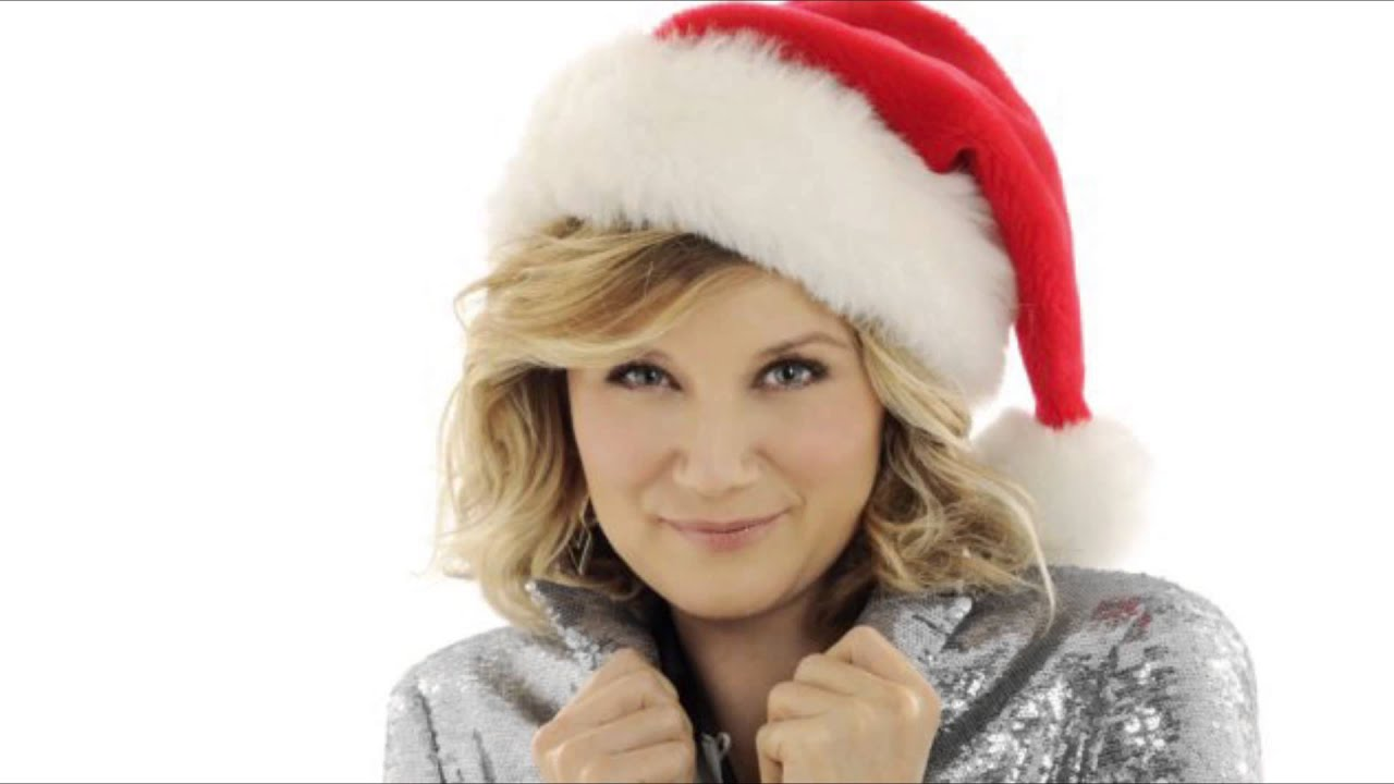 JENNIFER NETTLES LOVES SPENDING CHRISTMAS WITH A ONE YEAR OLD - YouTube