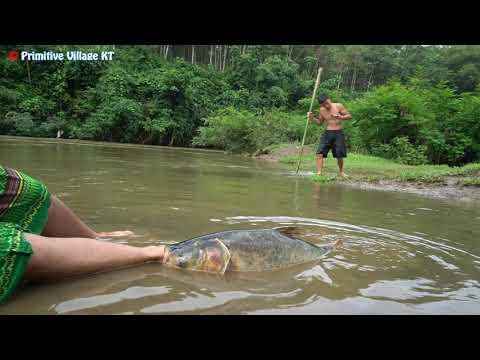 Survival Skills: Big Fish attack Girl - Aboriginal Guy Save from Big Fish - Skills Catch Big Fish