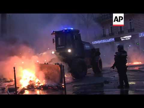 Paris urban riots continue into the night