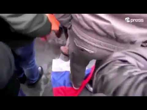 Армяне сжигают Российские флаги.