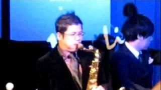 2011年12月24日、大手町マンハッタンブルージャズのステージにテナーサ...
