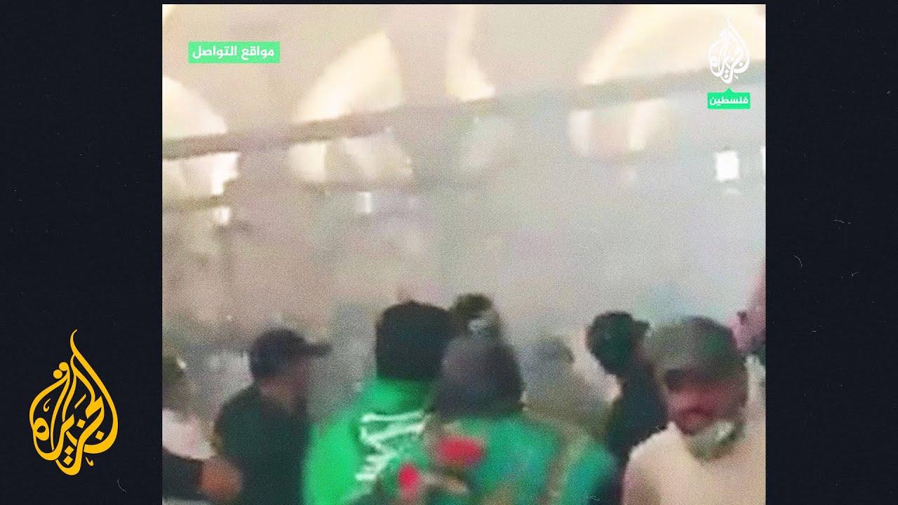 شاهد| قوات الاحتلال تهاجم المصلين في المسجد القبلي بالقنابل والغاز المسيل للدموع  - نشر قبل 24 ساعة