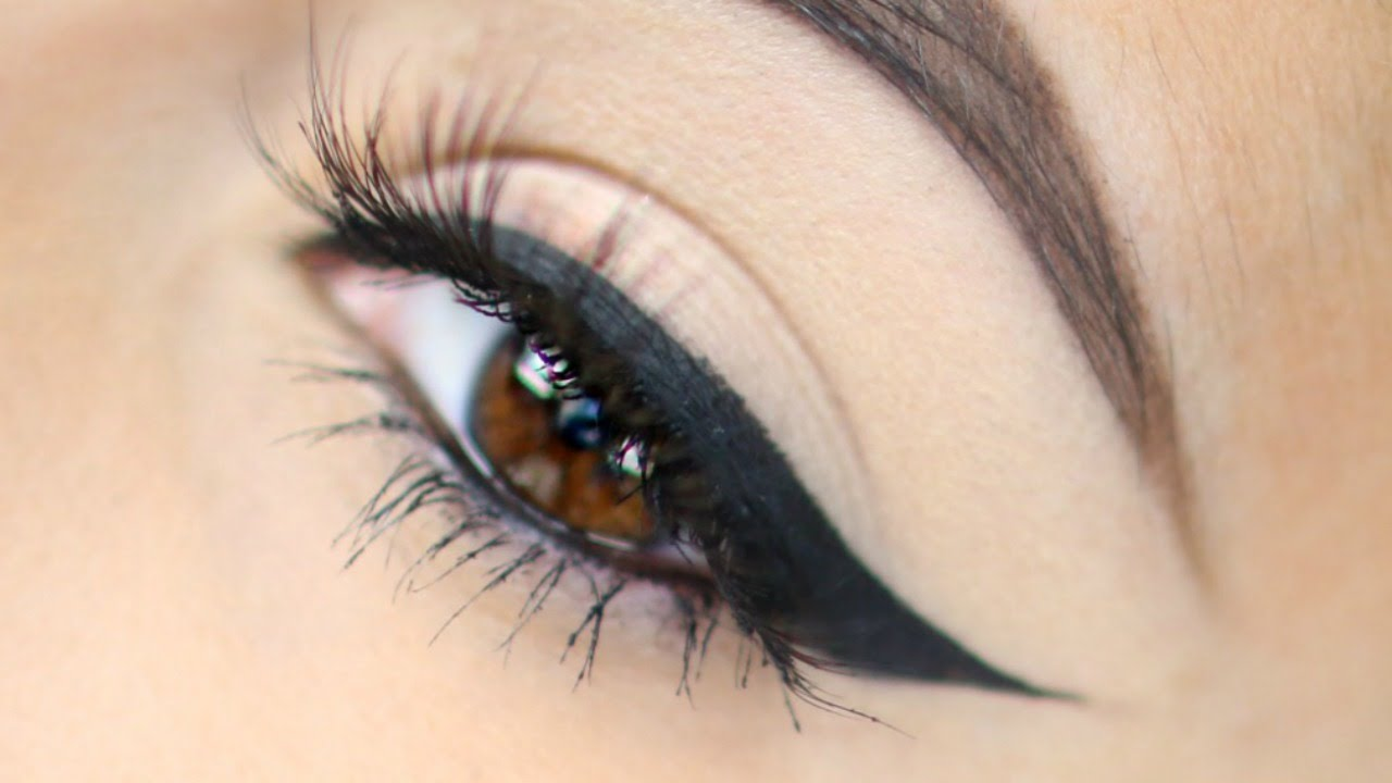 cat eye makeup with right angle eyeliner