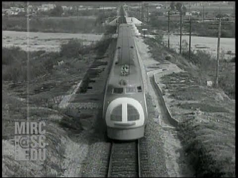 Union Pacific Streamliners M-10000 and M-10001 in 1934