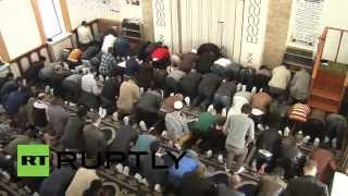 Ukraine: Lugansk Muslims gather for prayer amid crisis