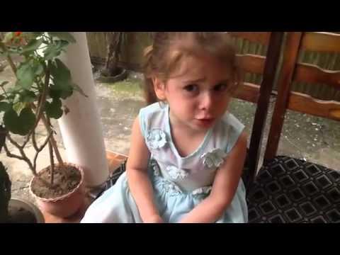"""პატარა მეგრელი გოგონა """"ბონჟურ მადმუაზელ"""" (ვიდეო)"""