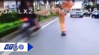 Tạm đình chỉ CSGT đạp ngã người vi phạm | VTC