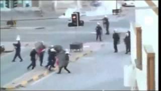 La plaza de la Perla de Baréin vacía tras la...