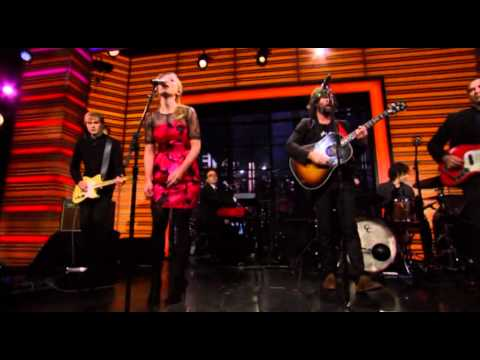 Scarlett Johansson and Pete Yorn perform Relator on Regis and Kelly