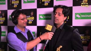 Salim Sulaiman gets candid with RJ Dhvanit on the RED CARPET at the #MMAWARDS RED CARPET