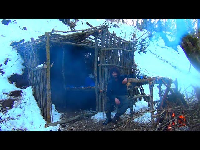 Bushcraft building underground cabin, how to get water from tree