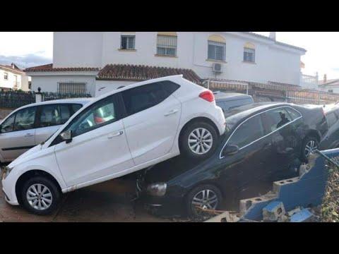 """Coches amoreados e nas beiravías de Málaga polo temporal: """"Foi como un tsunami"""""""