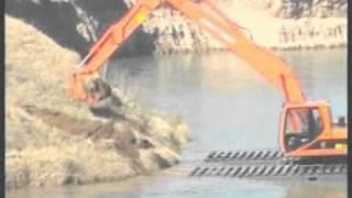 Maquinarias Irizar - anfibia en el agua