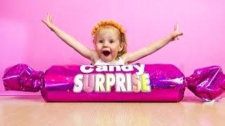 Огромная конфета Киндер сюрприз Видео про игрушки, приколы и сюрпризы.