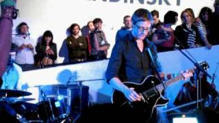 """Julian Plenti (Interpol's Paul Banks) covers America's """"Horse With No Name"""" at the Guggenheim, NYC"""
