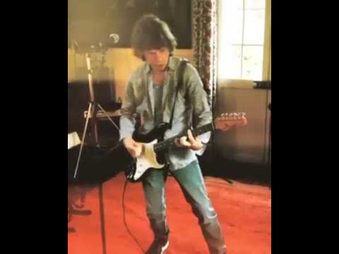 Don Action Jackson - Mick Jagger Rocking Upcoming Stones Music On Guitar In New Video