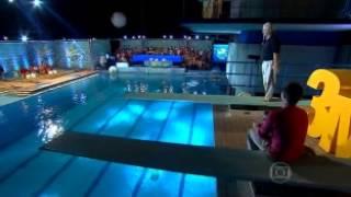 Salto - Fernando Telles, 76 anos, no Saltibum, do Caldeirão do Huck