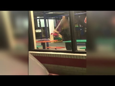 Bob Delmont - Burger King worker caught cleaning the table with a Mop!