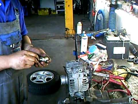 Ausgebaute Lichtmaschine im Schraubstock prüfen - YouTube