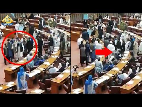 اپوزیشن جماعتوں کا احتجاج، وزیر اعظم عمران خان کو ایوان سے مجبوراً جانا پڑ گیا