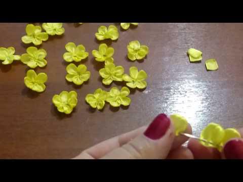 Мелкие цветочки из лент