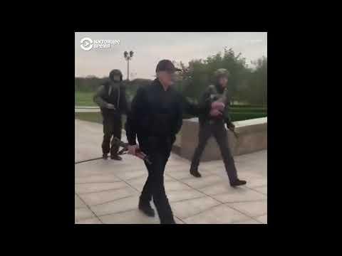 Лукашенко с автоматом стихобайка