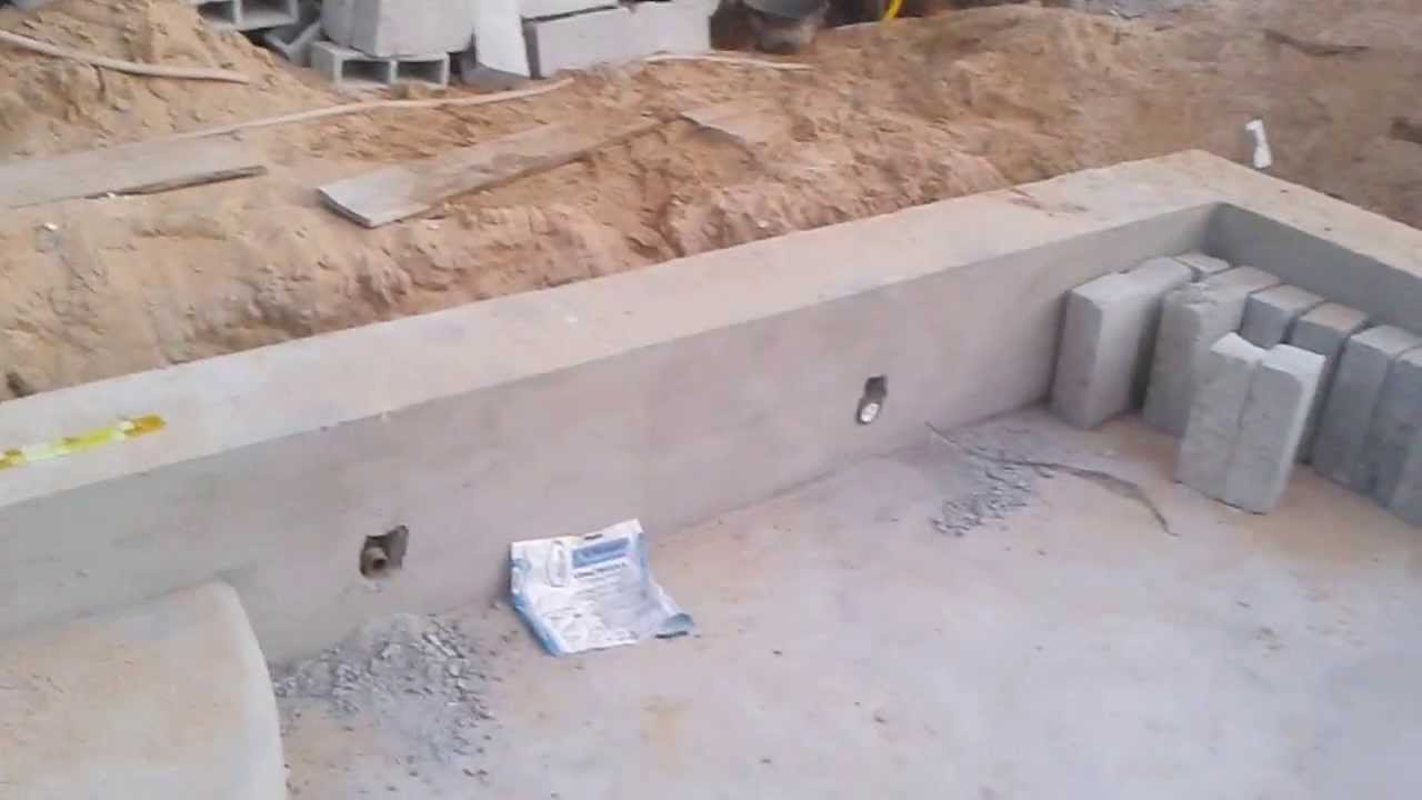 Constru o de piscina concreto parte 1 youtube for Piscina triangulo de oro