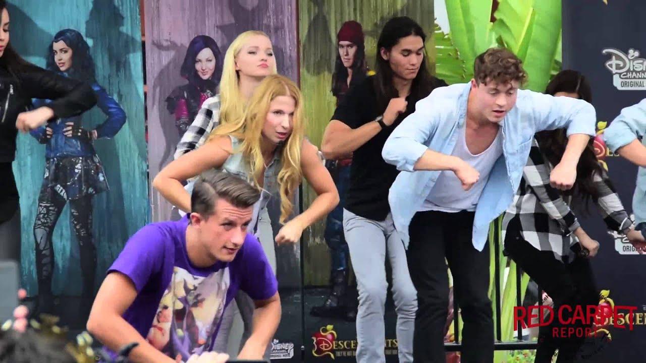 Cast Of Descendants How To Dance Quot Set It Off Quot Performance