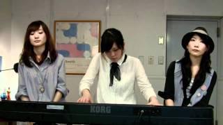ボーカル:神田莉緒香、竹渕慶、竹澤汀 キーボード:神田莉緒香.