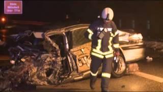 Massenunfall auf A 20: Sieben Autos rasen ineinander - ein Toter
