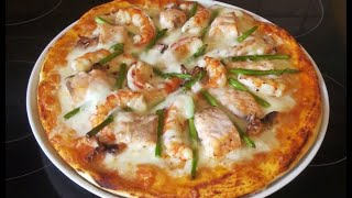Грандиозная пицца с лососем, аргентинскими креветками и спаржей.