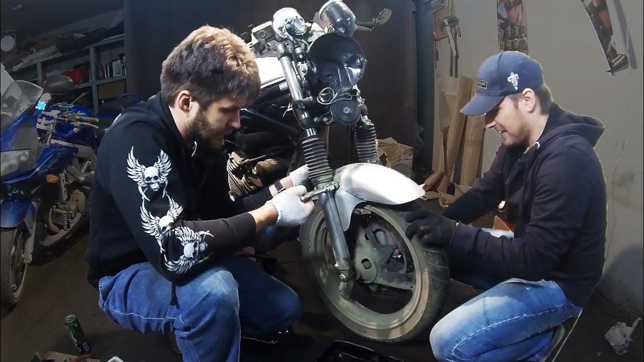 Мотоцикл triumph bonneville bobber получился вполне успешным. В первый же месяц данная модель стала самой быстропродаваемой за всю 115 летнюю историю британской марки. Боббер triumph можно купить как готовый продукт, но всегда есть альтернатива, что продемонстрировали специалисты.