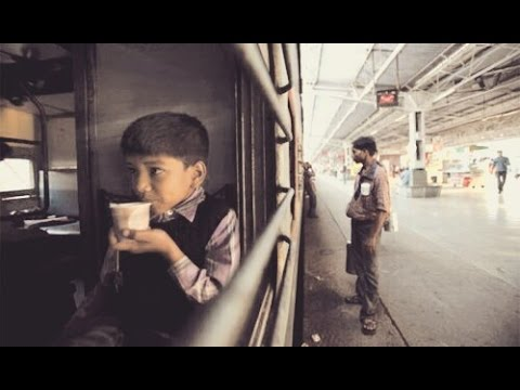 Amazing Heart Touching Video of a Poor Child in Train