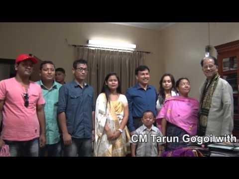 CM Tarun Gogoi with DID Champion Proneeta Swargiary