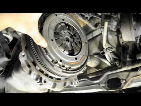 Dual-mass flywheel on a Volkswagen Golf TDI - YouTube