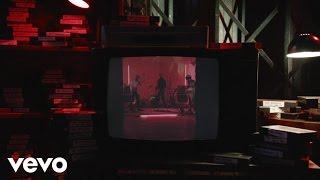Смотреть клип The Amazons - Little Something