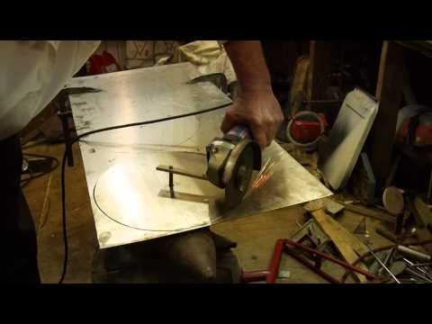 Вырезать круг из нержавейки 1.5 мм. болгаркой.