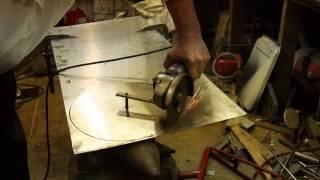 Вырезать круг из нержавейки 1.5 мм. болгаркой.(http://glavmex.ru/forum/viewtopic.php?f=12&t=25 Станки и приспособления для изготовления прокладок и кругов. Затеял по случаю..., 2015-05-17T11:14:20.000Z)