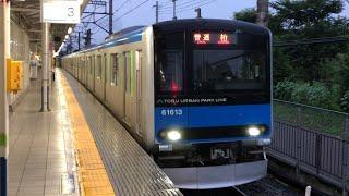 東武60000系61613編成が到着するシーン