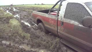 f250 no barro cantando turbina