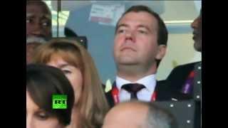 Медведев посетил открытие Олимпиады в Лондоне(Премьер-министр России Дмитрий Медведев посетил церемонию открытия ХХХ летних Олимпийских Игр в Лондоне...., 2012-07-28T08:40:33.000Z)