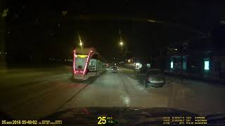 Скачать 5 февраля 2018г стоят трамваи на Галушкина после сильного снегопада