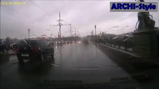 Смотреть видео Авария на Троицком мосту СПБ онлайн