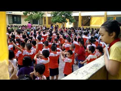 tập thể dục giữa giờ của học sinh tiểu học
